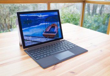 Surface Pro 4 mit Surface Pro 4 Type Cover und Surface-Stift